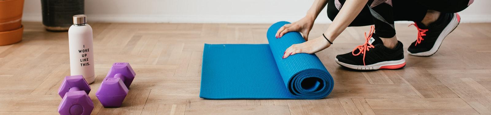 ejercicio piernas tumbado